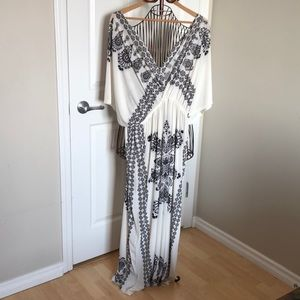 Dresses & Skirts - ❣️4 for $30❣️ Black & White Maxi Dress